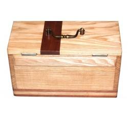 Pour vos bagues, colliers, bijoux, une très belle boite à bijoux en bois