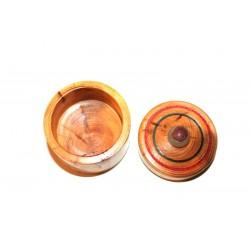 Boite ronde en bois. Boite en If décorée. Petite boite en bois avec une pointe artistique