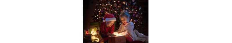 Des cadeaux originaux fabriqués en bois pour offrir à Noël, boules de noël en bois, étoiles en bois