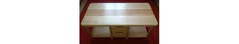 Toutes sortes de tables en bois, tables basses, tables de salon en bois